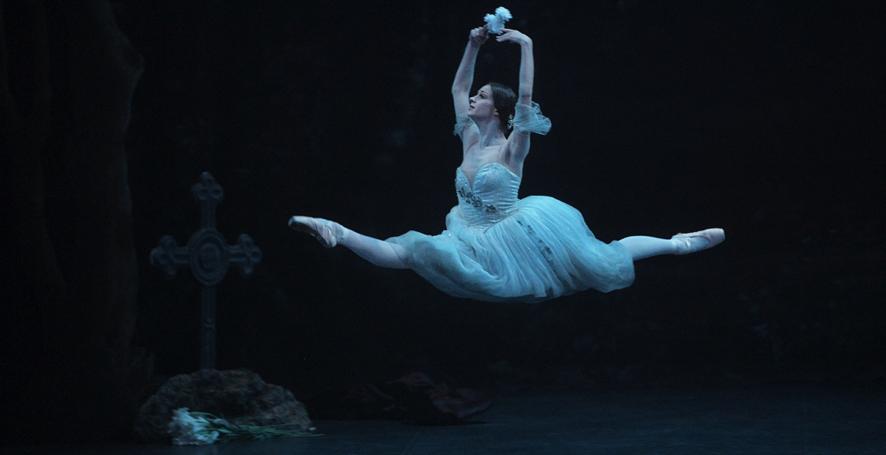 Laurretta Summerscales as Giselle, photo Laurent Liotardo
