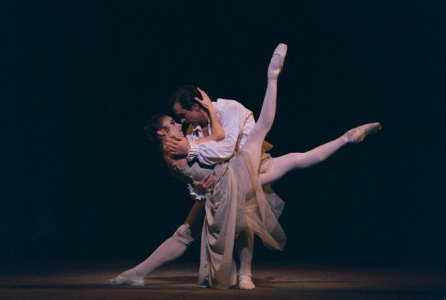 Irek Mukhamedov and Viviana Durante in MacMIlan's Manon, The Royal Ballet, photo ROH